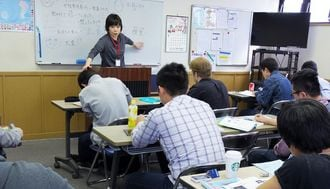 主婦に密かな人気、「日本語教師」は稼げるか
