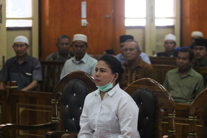 インドネシアの裁判所、仏教徒女性に禁錮刑 | ロイター | 東洋経済 ...
