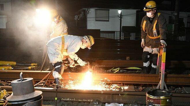 「終電後」のJR、線路の上で何をやっているのか