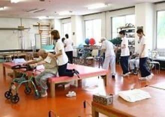 なぜか、高齢者対応マンションに体験宿泊することに?
