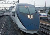 「赤」のJRに「青」の京成が挑む、成田アクセス特急で再バトル