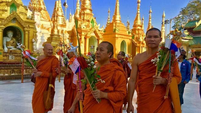 ミャンマーの若者たちが示す静かで力強い蜂起