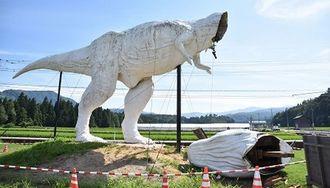 ホワイトザウルス復活へ勝山市が募金実施