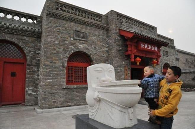中国のトイレは、なぜ汚いのか