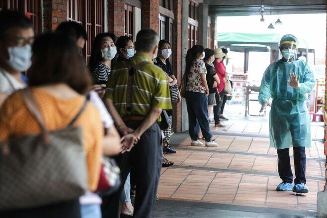 コロナを封じ込めた優等生の台湾で感染急拡大