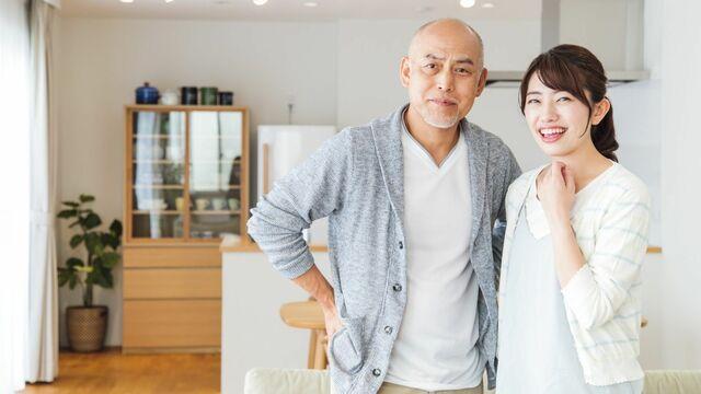 日本の年金制度は妻の年齢が若いほど年金額が増える!?(写真:kou/PIXTA)