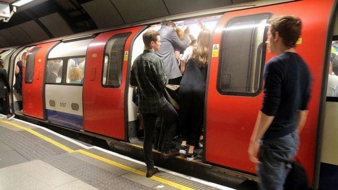 英国地下鉄、日本と違う「痴漢冤罪」への対応