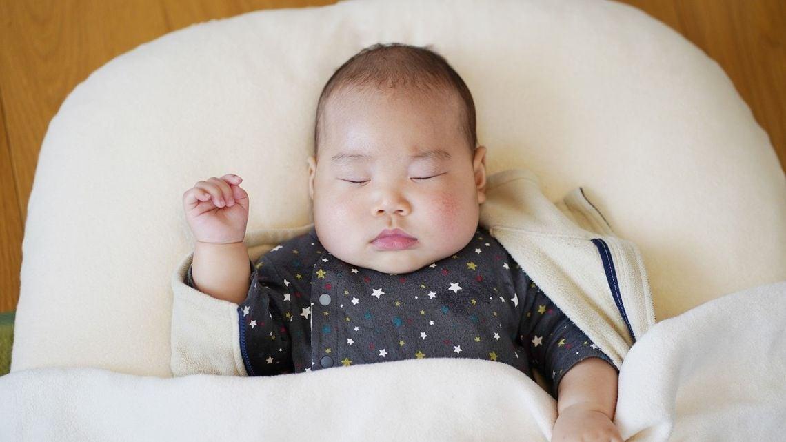 夜 寝 ない 新生児