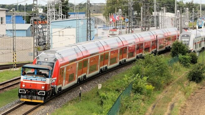納期遅れ相次ぐ「欧州式」鉄道車両開発の弊害