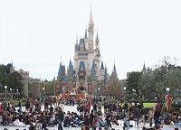 東京ディズニーランド「我が世の春」、デフレ下でも強気の値上げ