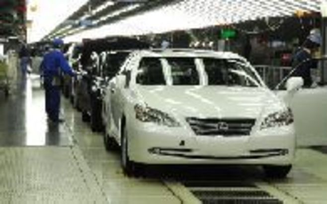 トヨタ自動車は今期販売650万台と100万台超減、円高も重なり、営業赤字拡大へ