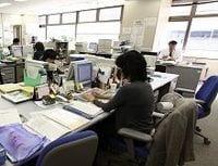 地方公務員に襲いかかる賃金カットと待遇の二極化