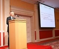 ファーストリテイリング柳井会長兼社長「世界一のアパレル製造小売りに」、ユニクロのグローバル化をあらためて宣言(下)