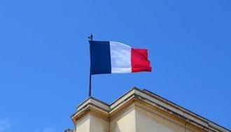 仏大統領選、マクロン氏有力でも気になるリスク