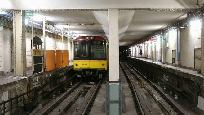 駅に空襲跡、地下鉄に刻まれた「戦争の記憶」