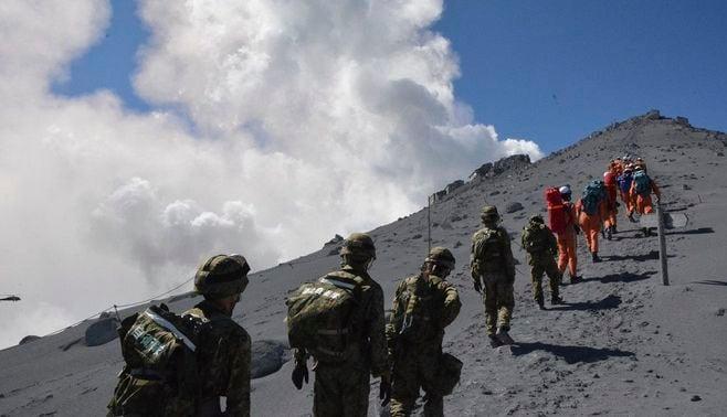 御嶽山への自衛隊派遣、口を挟むとサヨク?