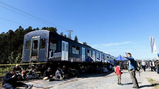 「鉄」以外も集まる西武車両基地の名物企画