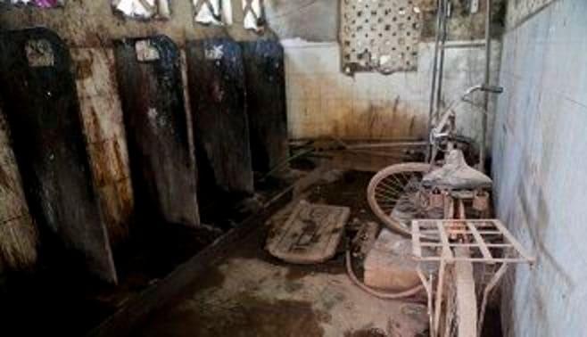 インド浄化作戦、まずはトイレから