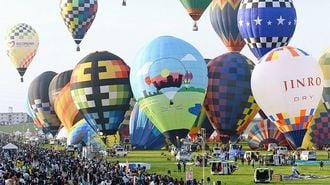佐賀の秋空を彩り、熱気球世界選手権が開幕