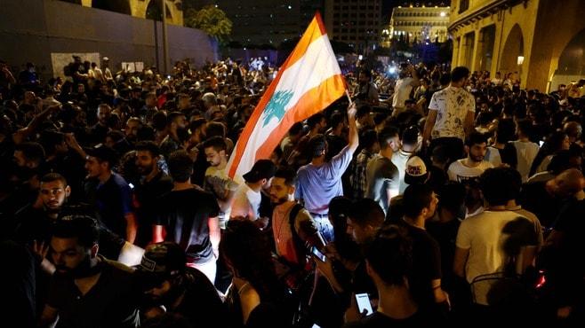 レバノン「通話アプリ課税」で大規模デモのなぜ
