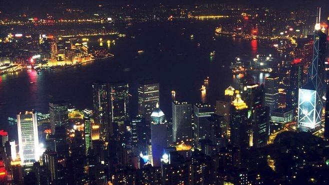 タックスヘイブンの香港は国際圧力に従うか