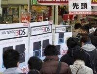 任天堂「3DS」見参、再成長を占う2つのカギ