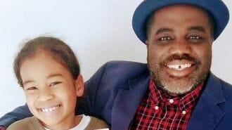 肌の色でいじめられた娘のために父親が書いた本