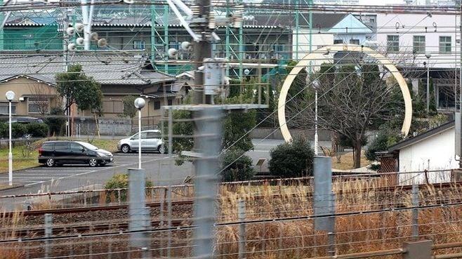 新幹線の車窓に現れる巨大な「輪」のナゾ