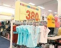 イオンが覚悟の大量値下げ、専門店に「倣う」衣料品改革