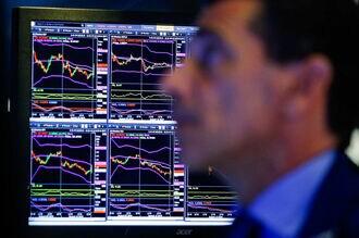 米英で長短金利が逆転、景気後退懸念高まる