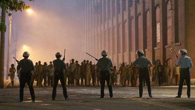 映画「デトロイト」が掘り起こす米国の暗黒史