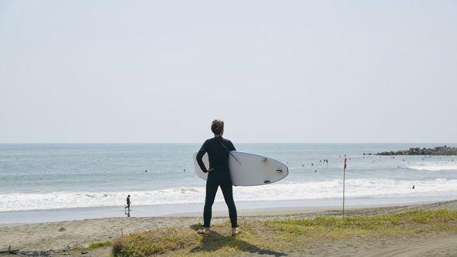 サーフィンデビューはたった5400円で可能だ
