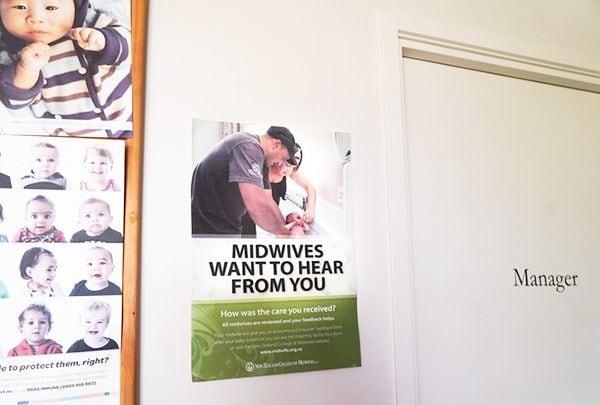 「あなたが受けたケアはどうでしたか?」母親にフィードバック制度の存在を伝えるニュージーランド助産師協会のポスター。 (著者撮影)