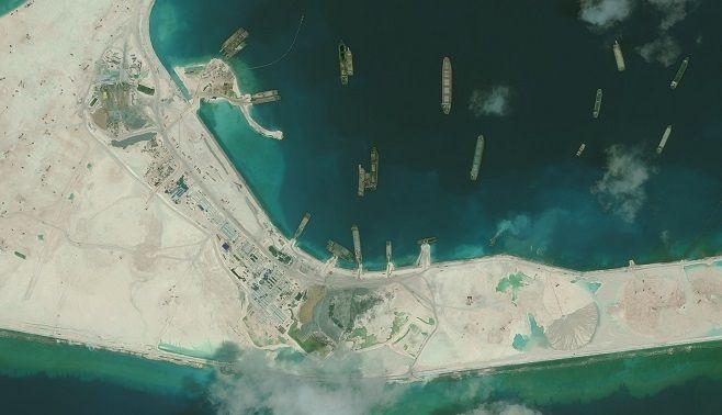 中国の強引な行動が青い海を荒らしている