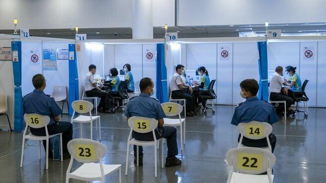 香港「2種の新型コロナワクチン」が呼ぶ波紋