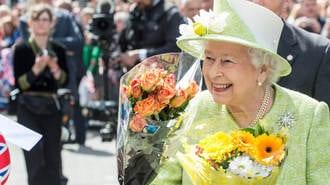 「90歳の英女王」が生前退位できない事情
