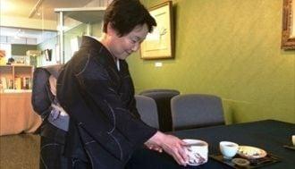 人気! 人間国宝の茶碗で抹茶が飲める美術館