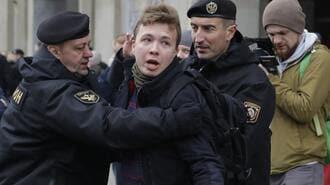 強制着陸で逮捕されたベラルーシ活動家の「命運」