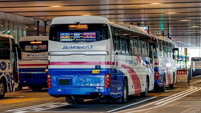 百貨店「大量閉店」の陰にある高速バスの進展