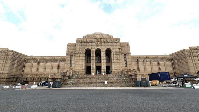神宮外苑「国会議事堂」によく似た建物の正体
