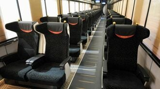 増強相次ぐ「有料着席列車」は救世主になるか