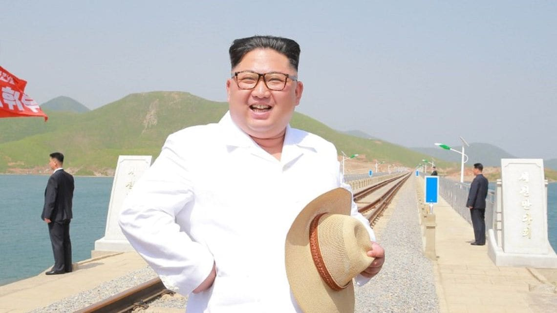 金正恩が「独特なヘアスタイル」を...