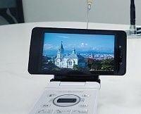 携帯放送争奪戦の勝敗、ドコモとKDDIが激突!