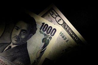 1ドル一時106円台、日経平均2万1000円割れ