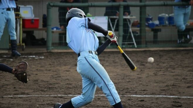 高校野球で飛びすぎる金属バットの危険な側面
