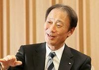 日本郵船の株主総会で工藤社長は大型バラ積み船の積極投資に突然言及。名誉会長職への疑問が飛び出したほか、社外取締役2人の発言も。挙手による採決は即時却下