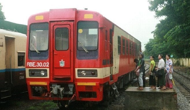 「あまちゃん列車」ミャンマーの大地を走る