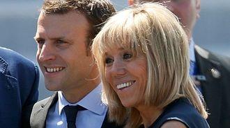 仏大統領戦「24歳差婚」男にパリ中熱狂の裏側