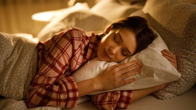 「睡眠の質が低い人」が知らない枕の正しい選び方