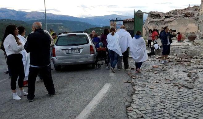 イタリア中部地震、最低でも120人が死亡
